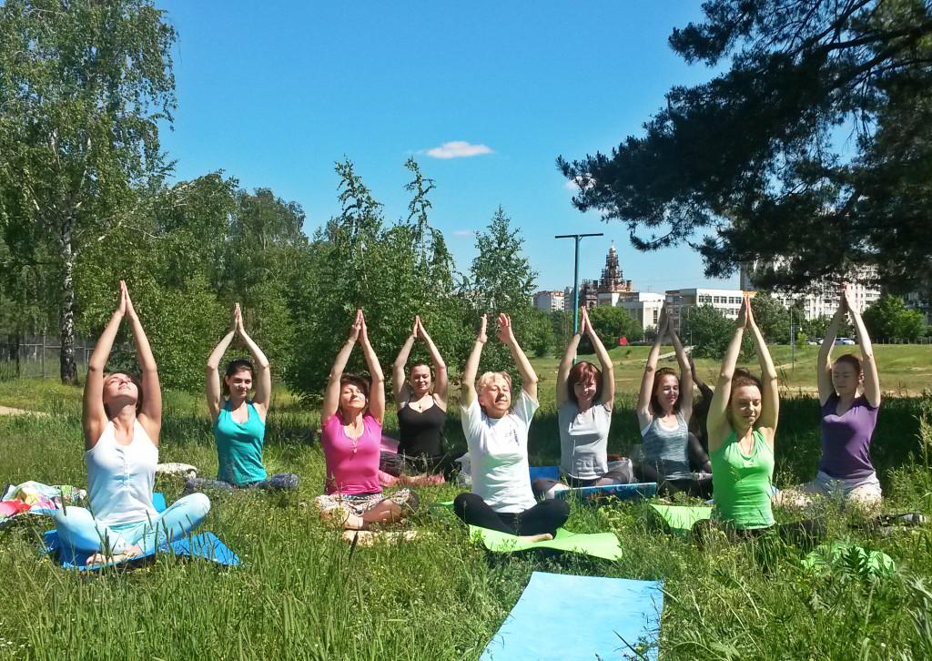 Бесплатная йога в парке